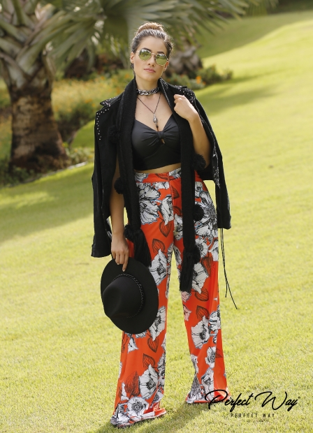 Perfect Way - CONJUNTO TOP LISO + CALÇA EST. EXC. FLORAL