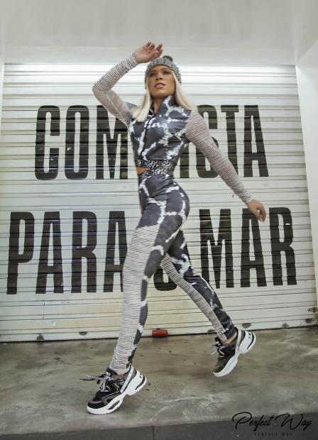 Perfect Way - CONJUNTO DE JAQUETA JUSTA + CALÇA LEGGING COM RECORTES